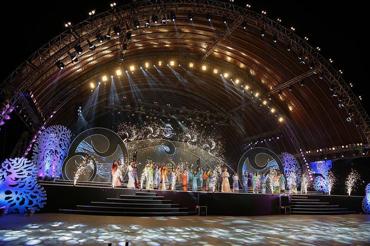 Sân khấu hoành tráng đêm bán kết Hoa hậu biển VIệt Nam toàn cầu 2018.