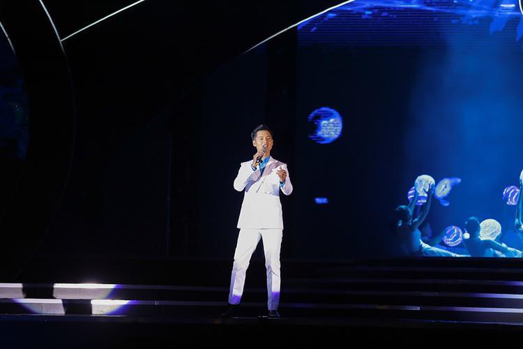 Đức Tuấn cũng có mặt tại đêm bán kết cuộc thi.