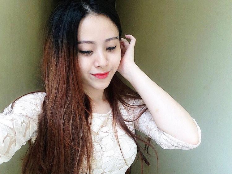 Nữ sinh xinh đẹp rắc thính siêu yêu khi vừa hát hay lại có biểu cảm cực đắt giá