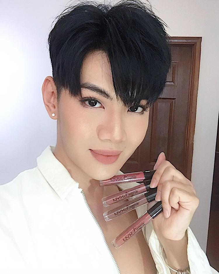 Đào Bá Lộc xinh đẹp chẳng thua kém mỹ nhân Việt nào.
