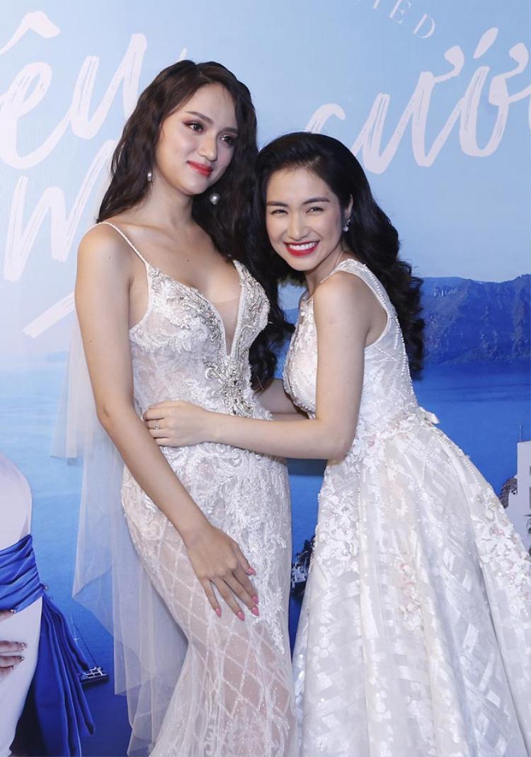 Cười ngất trước clip tự dìm của Hoa hậu Hương Giang và công chúa hoa dâm bụt Hoà Minzy
