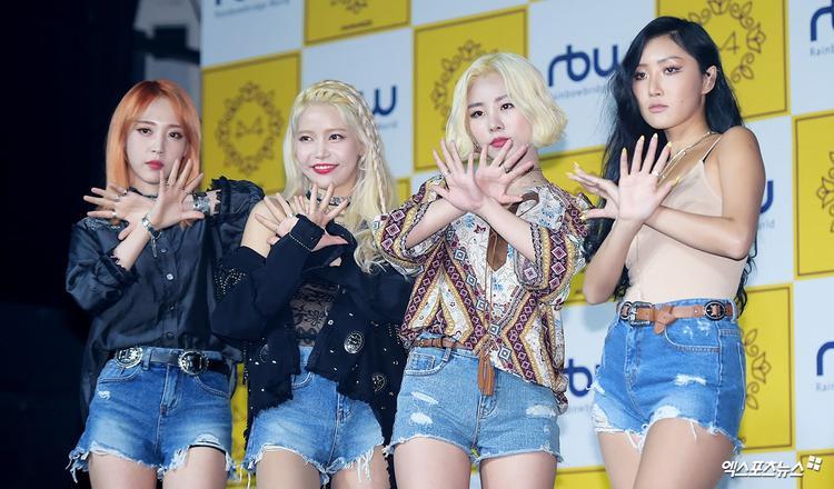 """""""Siêu bão"""" Starry Night của Mamamoo vẫn còn đang """"làm mưa làm gió"""" trên các BXH nhạc số Hàn Quốc."""