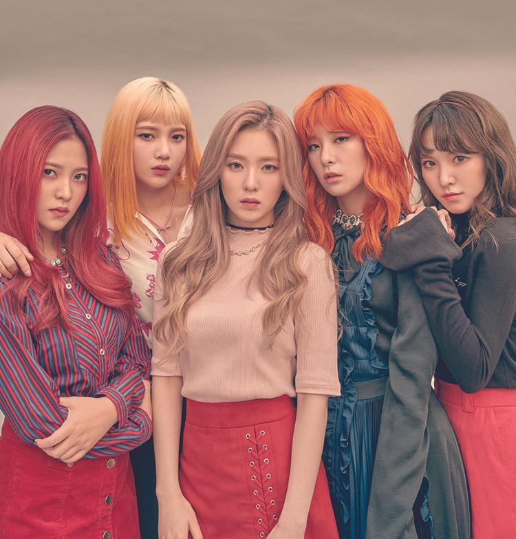 Red Velvet vừa kết thúc chuyến diễn tại Triều Tiên. Mặc dù gây nhiều tranh cãi nhưng không thể phủ nhận rằng đây là dấu ấn lịch sử cho sự nghiệp của các cô nàng.