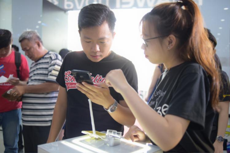Huawei kì vọng bán được 30.000 máy Nove 3e trong tháng đầu tiên.