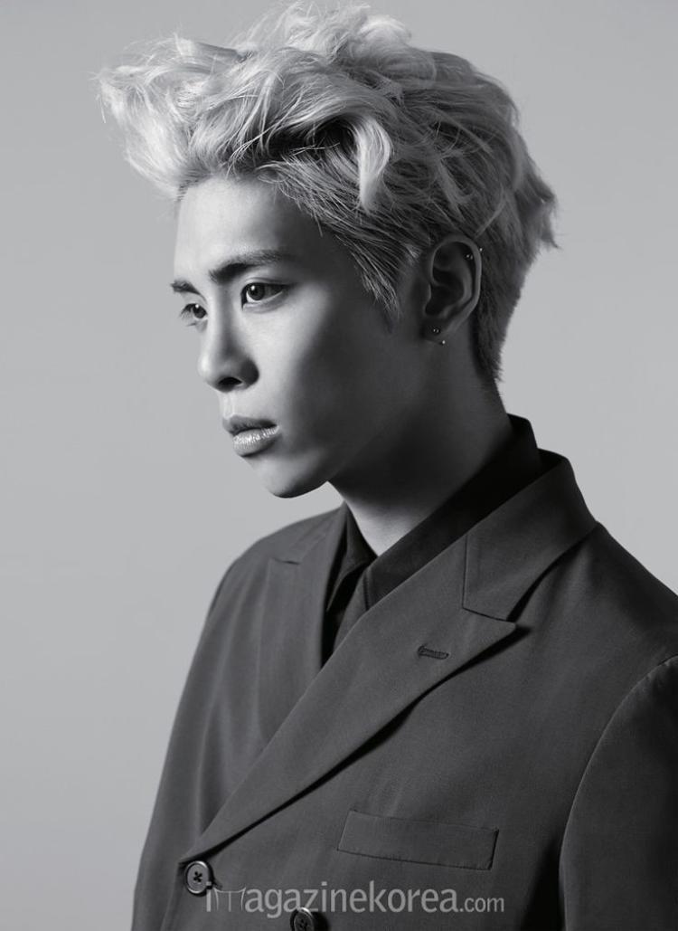 … bởi chi tiết nam thần tượng nổi tiếng cùng công ty tự tử khiến tất cả cùng nghĩ về kết cục buồn của Jonghyun trước đó.