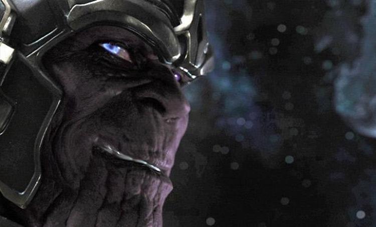 Nụ cười nham hiểm của tên phản diện nguy hiểm nhất vũ trụ Thanos.