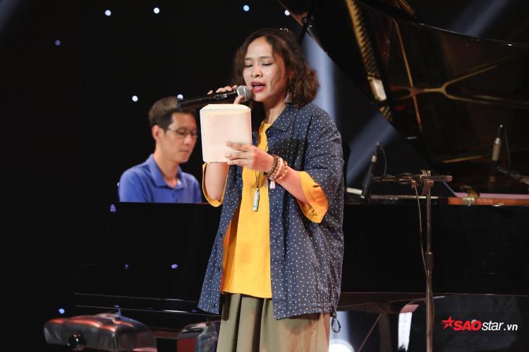 """Lời bài hát chính là nỗi lòng của nàng Súy Vân trước những cảnh """"giả dại rồi hóa điên"""" vì yêu."""