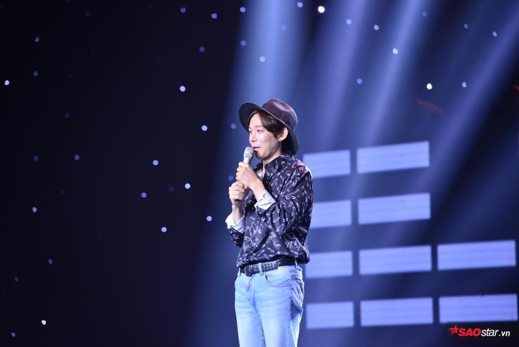 Hình ảnh Jis Song tại vòng Ghi âm thể hiện sáng tác Trôi.