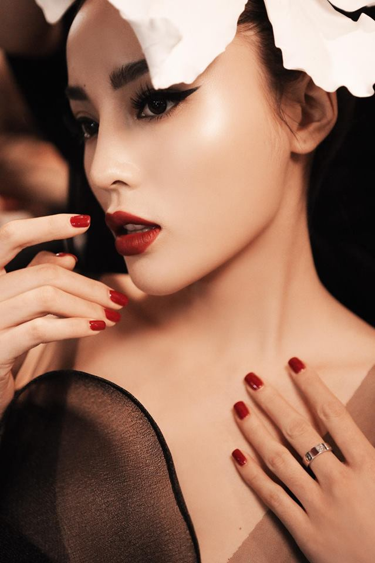 Sau khi kết thúc nhiệm kỳ Hoa hậu của mình, Kỳ Duyên tiếp tục ở lại showbiz và hoạt động trên cương vị là một người mẫu chuyên nghiệp.