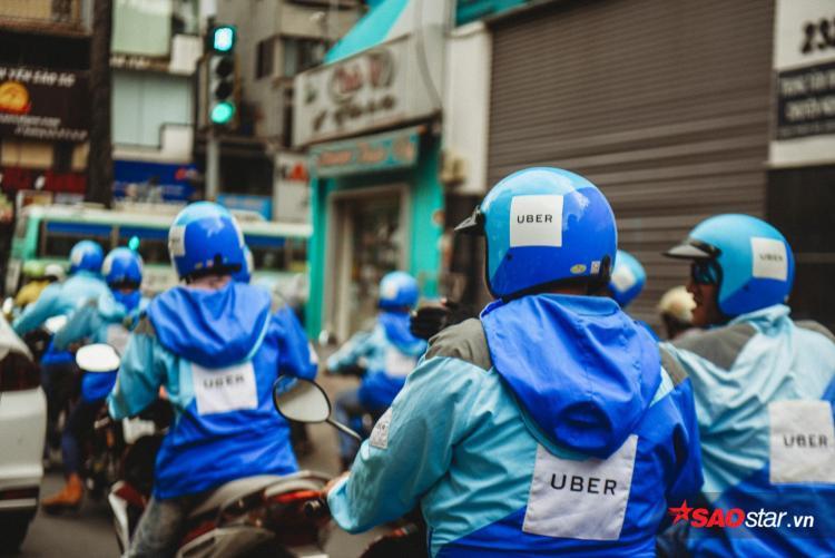 Chiếc áo truyền thống đã phủ xanh khắp những con đường Sài Gòn.