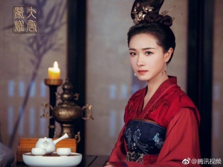 Trước Tam quốc, Vạn Thiến cũng từng vào vai hoàng hậu Độc Cô của Đại Đường vinh diệu