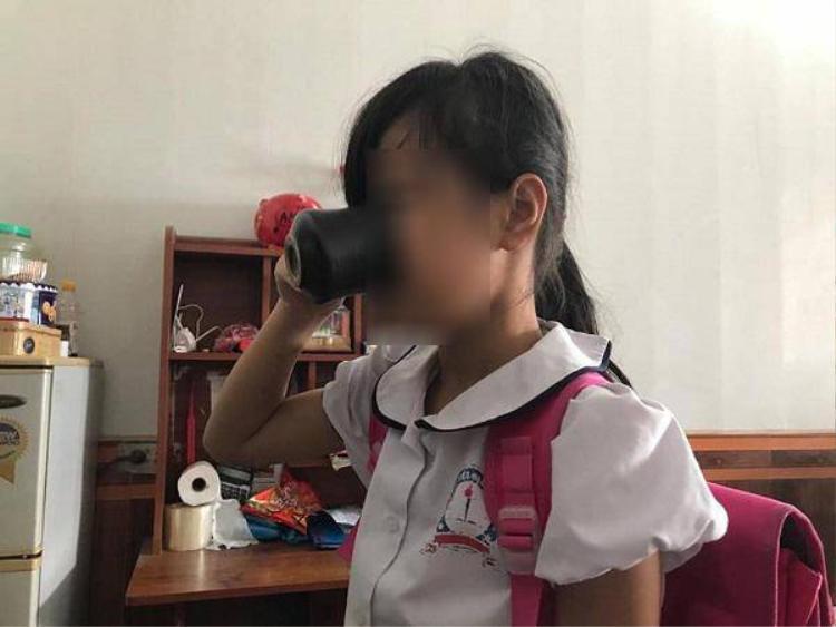 Giáo viên bắt học sinh uống nước vắt từ giẻ lau - vụ việc đang khiến hình ảnh giáo viên xấu đi rất nhiều những ngày gần đây.