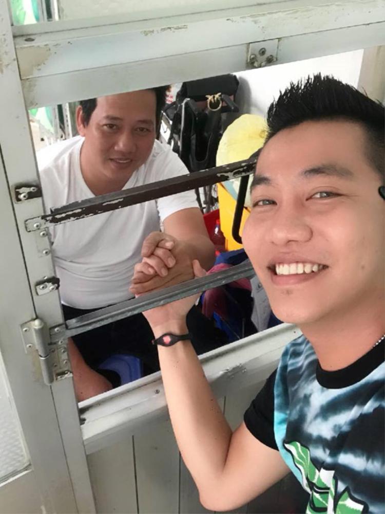 Hoàng Rapper chia sẻ Lê Nam đã qua cơn nguy kịch sau khi bị đột quỵ.