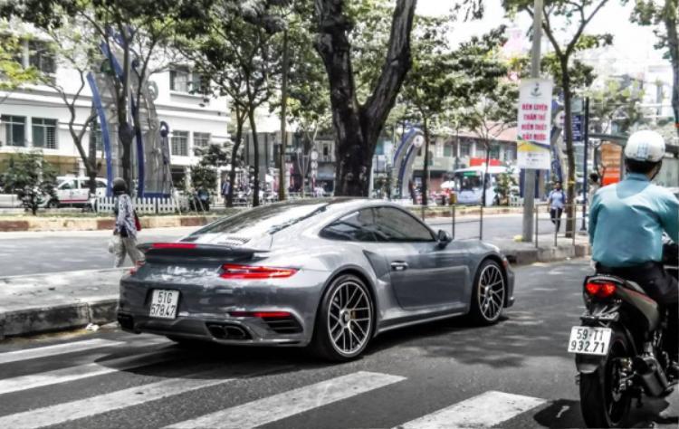 Về tay ông Đặng Lê Nguyên Vũ, chiếc Porsche 911 Turbo S màu xám lông chuột độc nhất vô nhị tại Việt Nam được đăng kí lại biển số Sài Gòn.