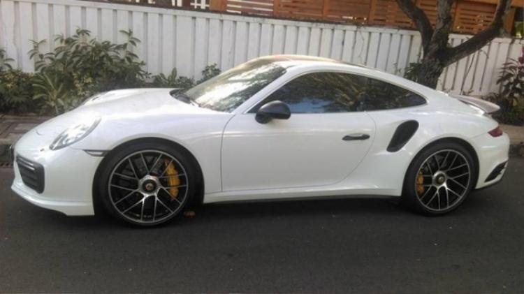 Ông Đặng Lê Nguyên Vũ cũng có một chiếc Porsche 911 Turbo S màu trắng.