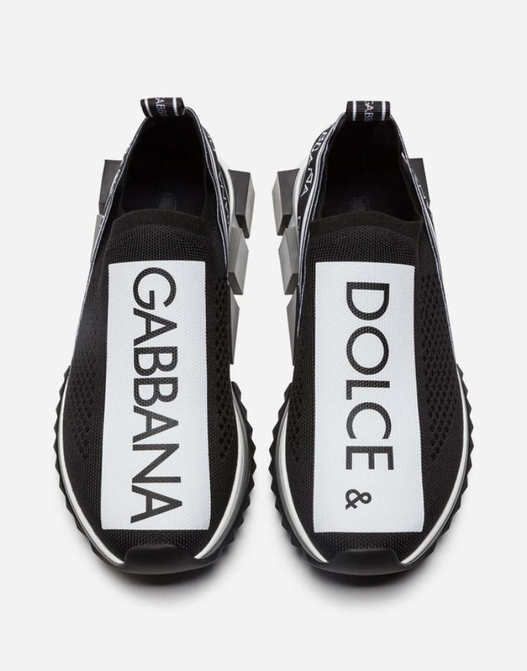 Đôi giày thuộc thương hiệu Dolce&Gabbana có tên đầy đủ là Branded Sorrento Sneakers. Hiện được bán với giá710 $ (hơn 16 triệu đồng).