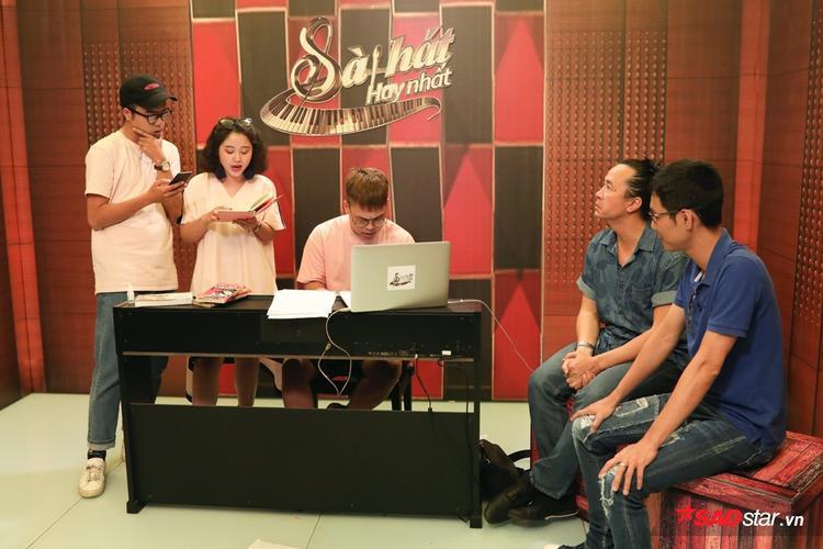 Ngay từ những giai điệu demo, 3 thành viên đã chinh phục được HLV Lê Minh Sơn và cố vấn Hoài Sa.