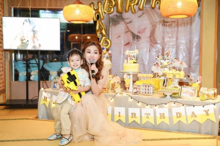Với giai điệu vui nhộn bắt tai, đây cũng là một món quà ý nghĩa mà Thu Thủy muốn hát dành tặng riêng cho các bà mẹ đơn thân giống như cô.