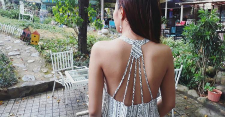 Chi tiết đan dây xuất hiện rộng rãi trên mọi loại trang phục, đặc biệt là những chiếc váy với phần lưng cut-out đan dây nóng bỏng. Và giờ đây, bikini cũng cần phải có chi tiết dây đan…