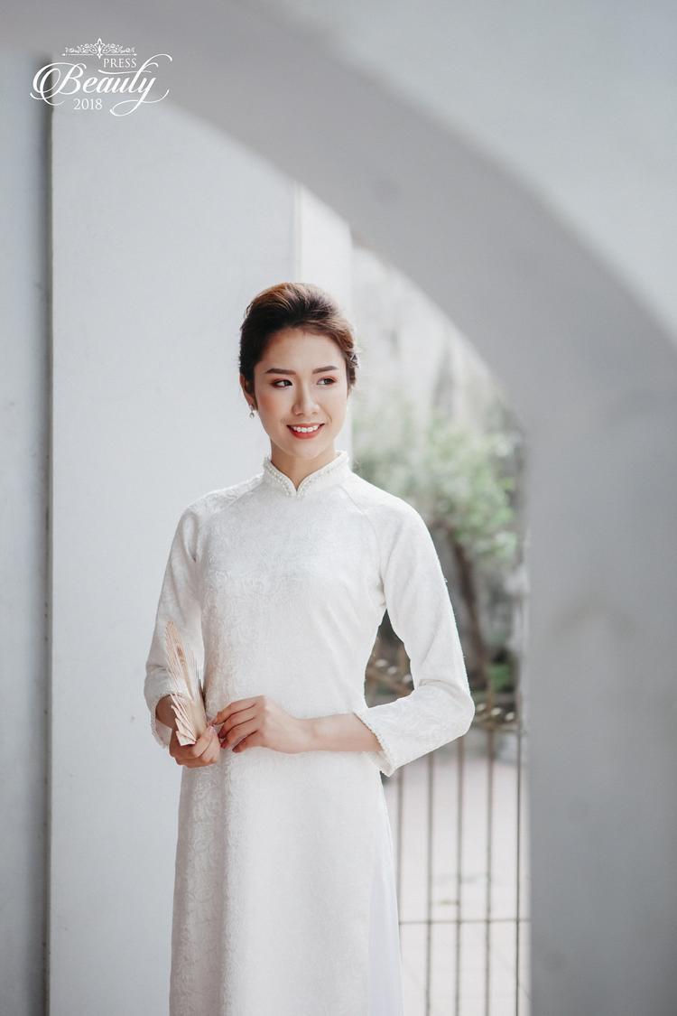 Trần Ngọc Lâm được biết đến với gương mặt sang trọng, quý phái. Nhiều ý kiến nhận xét, Ngọc Lâm có nét giống với người mẫu, diễn viên Ngọc Quyên. Nụ cười dịu dàng cùng các đường nét hài hòa càng toát lên vẻ thanh thoát, quý phái của cô nàng.