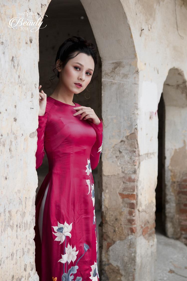 Cô gái với sống mũi cao, đôi môi nhỏ xinh và ánh mắt biết nói đã làm tan chảy bao trái tim. Đến với cuộc thi lần này, Thu Trang thực sự gây được ấn tượng với khán giả bởi ngoại hình xinh đẹp cũng như sự thông minh, dí dỏm mà cô mang đến.