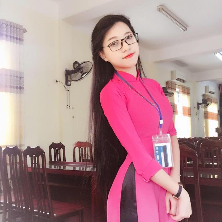 Cô gái xứ Nghệ xinh đẹp trong trang phục áo dài truyền thống.