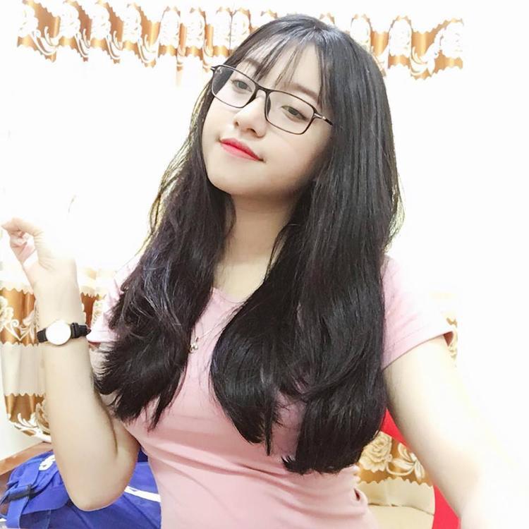 Nhan sắc đời thường xinh đẹp của Tùng Linh.