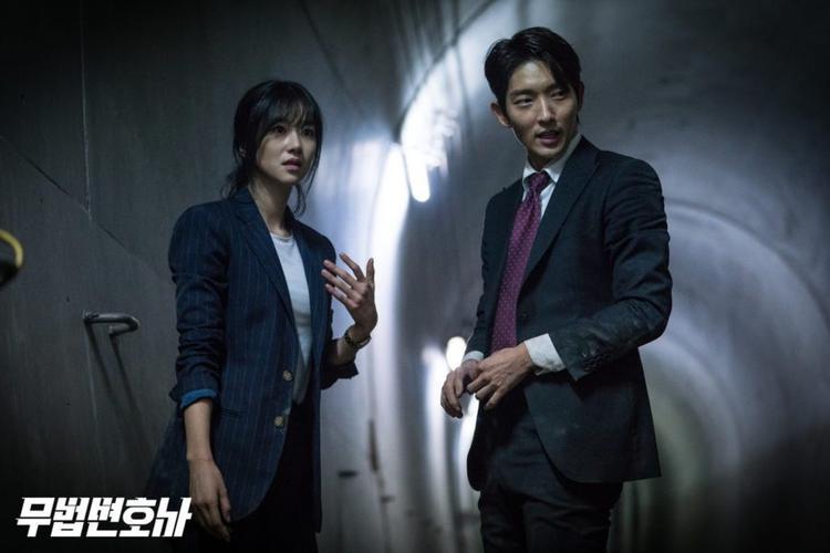 Lee Jun Ki và Seo Yeo Jiphát hiện ra những bí mật, sự việc nghiêm trọng tạo ra bầu không khí căng thẳng đến kỳ lạ.