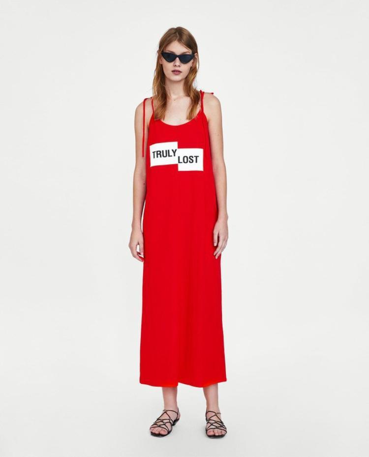 Thiết kế mà cả Hà Anh, Dương Mỹ Linh, Diệu Nhi chọn mặc là một mẫu váy hai dây dáng suông rộng của Zara.