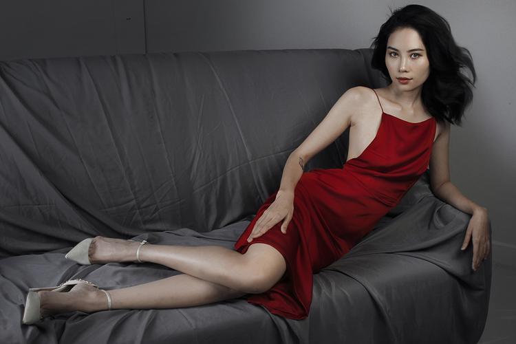 Cũng vì theo đuổi con đường là một người mẫu chuyên nghiệp nên Nam Anh không chạy theo số đông của các mỹ nhân Việt rằng phải có vóc dáng đồng hồ cát, ba vòng nóng bỏng thì mới hoàn hảo.
