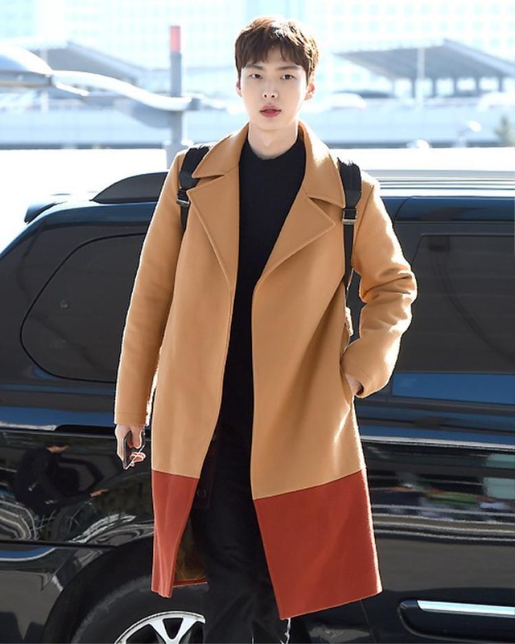 Nhìn chung, gu thời trang của anh chàng tuy không quá đặc biệt nhưng lại khá dễ nhìn, đem lại thiện cảm cho người đối diện.