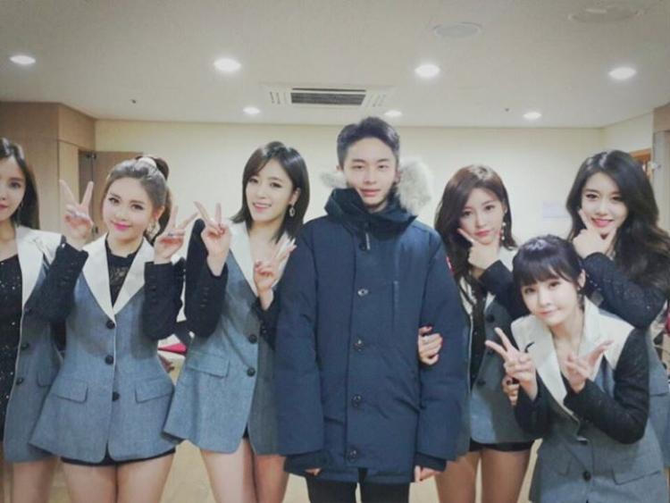 Hyojoon thường xuyên có mặt trong buổi diễn của T-ara để ủng hộ em gái và cả nhóm.