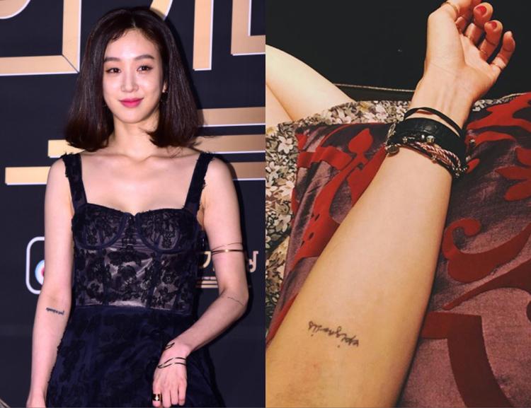 """Có vẻ như chị bạn thân Han Ye Seul, """"ma nữ"""" Ryeo Won cũng có hai hình xăm chữ ở khuỷu tay."""