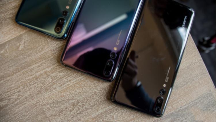 Huawei P20 Pro là chiếc smartphone đầu tiên trên thế giới có hệ thống ba camera ở mặt lưng.