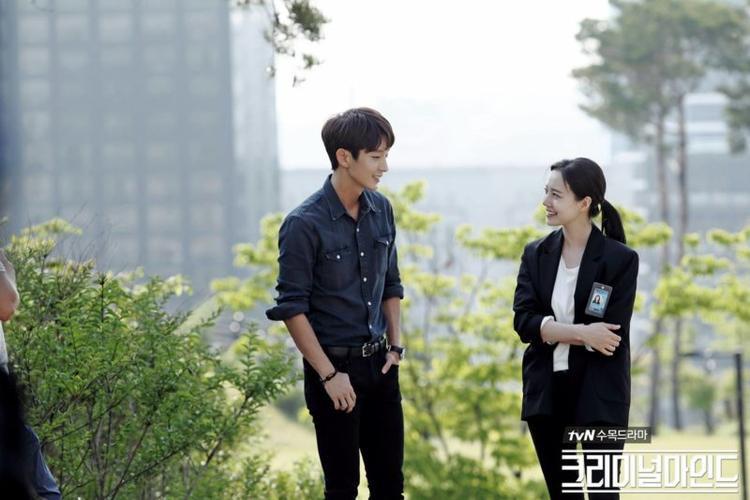 Nam diễn viên 36 tuổi và Moon Chae Won.