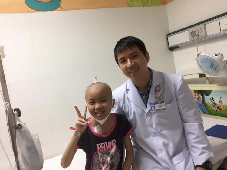 Chân dung bác sĩ Nguyễn Thanh Sang, vị bác sĩ trẻ đã tham gia nhiều chương trình thiện nguyện vì bệnh nhân.