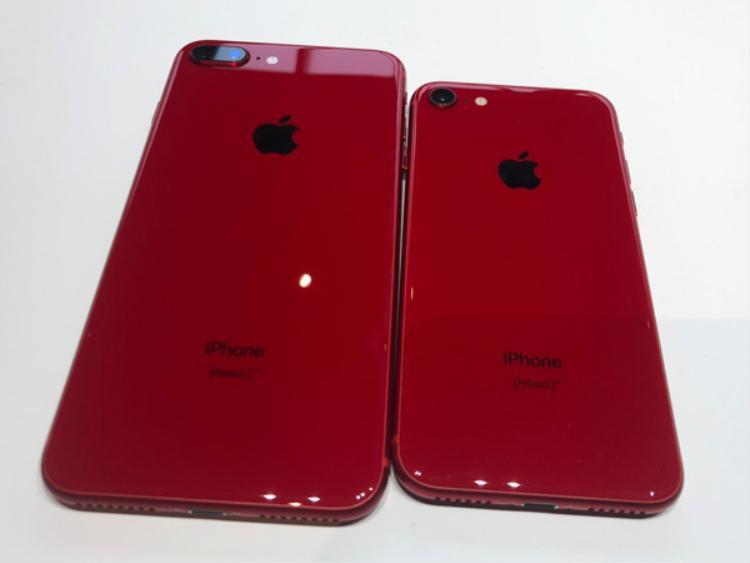 Đây là những chiếc iPhone 8 và 8 Plus phiên bản màu đỏ.