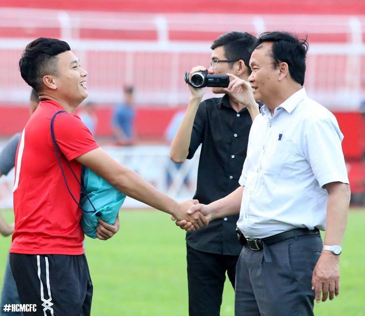 Ông Nguyễn Hồng Thanh (áo trắng) không tham gia họp Hội đồng quản trị VPF vào ngày 10/4.