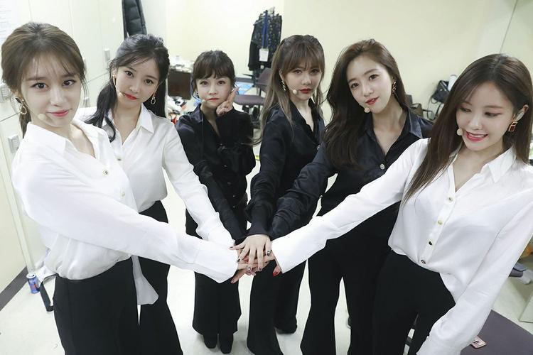 Jiyeon khiến người ta một lần nữa nhớ đến âm nhạc của T-ara. Tất cả đều mong muốn các cô gái sẽ nhanh chóng lấy lại cái tên từ MBK và trở lại thật hoành tráng.