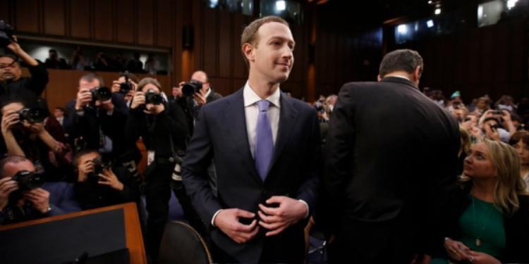 Mark Zuckerberg xuất hiện chỉn chu trong buổi điều trần kéo dài 5 giờ đồng hồ.