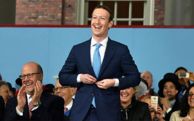 Mark Zuckerberg xuất hiện chỉn chu trong phiên điều trần kéo dài 5 tiếng, bắt đầu từ 1h30 phút sáng nay (giờ Việt Nam).