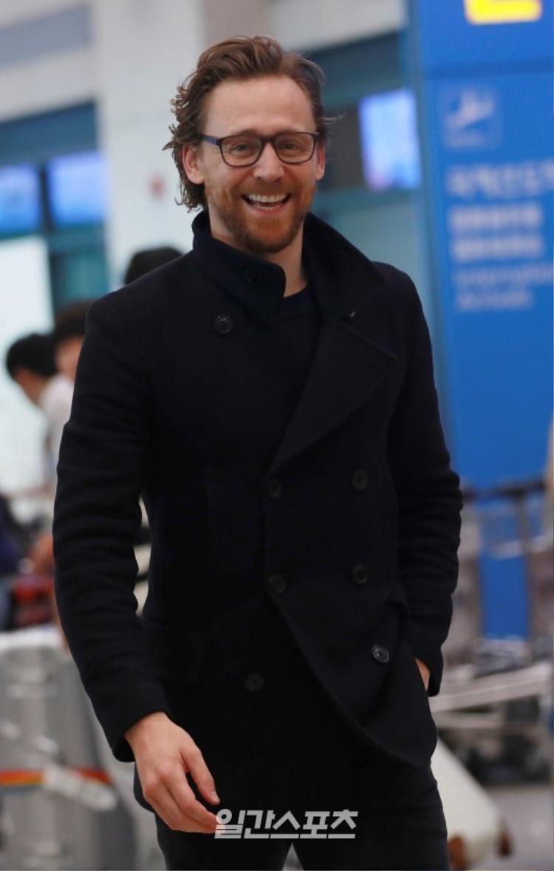 Quý ông Tom Hiddleston lịch lãm.