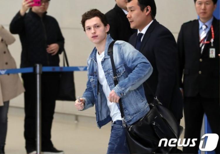 Nhện teen 21 tuổi cùng 2 quý ông Loki và Doctor Strange gây náo loạn sân bay Hàn