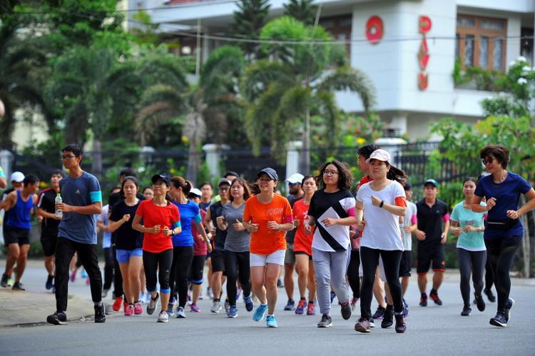 Rất đông người tham gia sự kiện chạy bộ này.