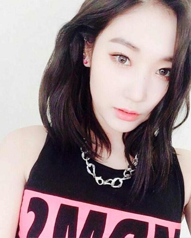 Chẳng khó đề nhận ra đó là Jinny Park, quốc tịch Mỹ, gia nhập YG vào năm 2013 và rời đi sau 4 năm gắn bó.