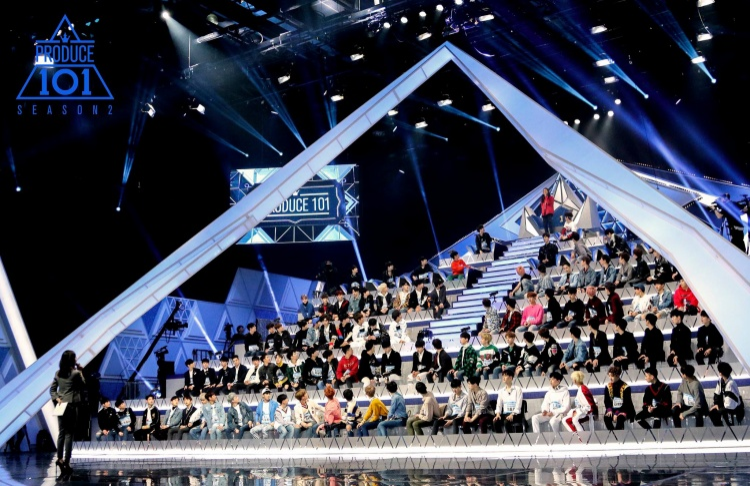 Sân khấu đầu tại Produce 48 vô cùng quan trọng và sẽ được ban cố vấn đánh giá gắt gao trình độ, khả năng của từng người.