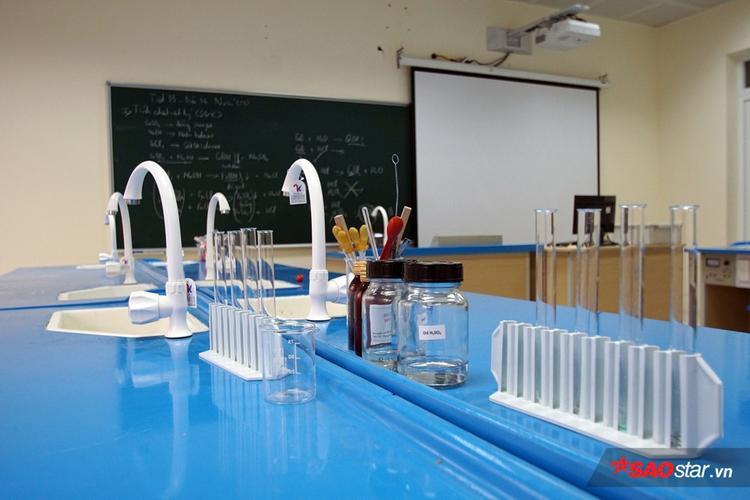 Dụng cụ thí nghiệm hóa học.
