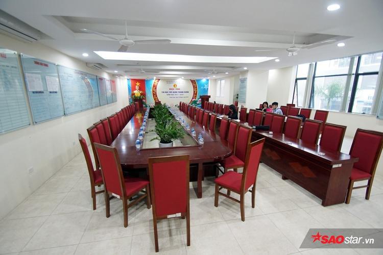 Phòng họp hội đồng của giáo viên.