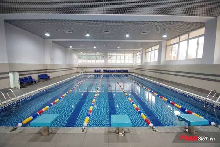 Bể bơi 4 mùa hiện đại rộng 5 lànchứa nước sạch được xử lý qua 2 hệ thống lọc chuyên dụng, tuần hoàn liên tục.