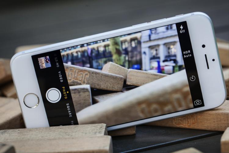 Có 8 triệu đồng trong tay, mua Samsung Galaxy J7+ hay iPhone 6 đáng đồng tiền bát gạo hơn?